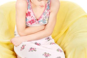 ¿Es normal tener flujo vaginal amarillo durante el embarazo?
